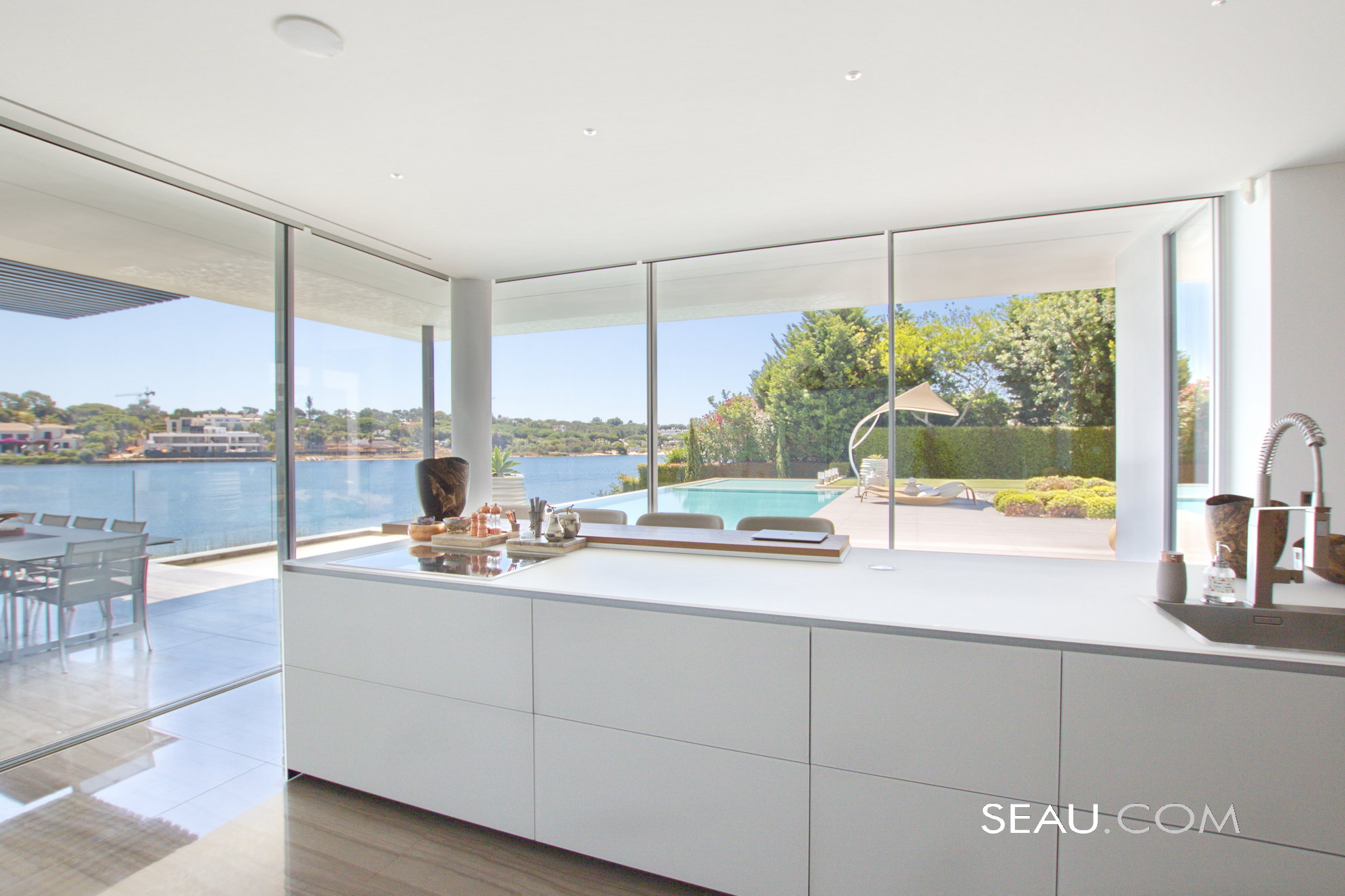 The clean lines Valcucine kitchen, equipped with Gaggenau and Smeg appliances, is in a privileged location making it a pleasure to cook! Amazing views overlooking the garden, pool area and the lake. Direct access to the outdoors and barbecue area.