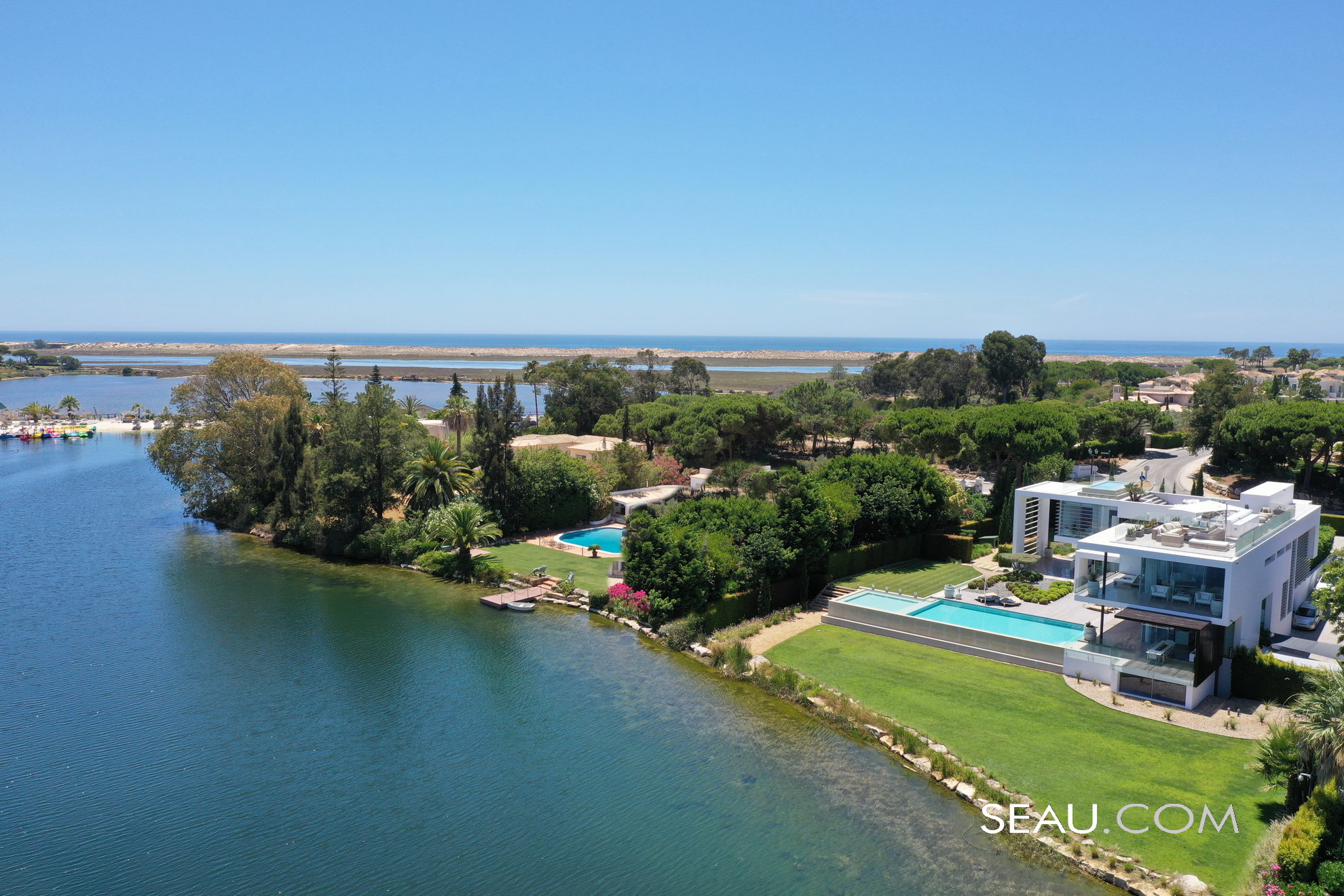 Super villa in Quinta do Lago, with a spectacular location, facing the lake, next to the Ria Formosa