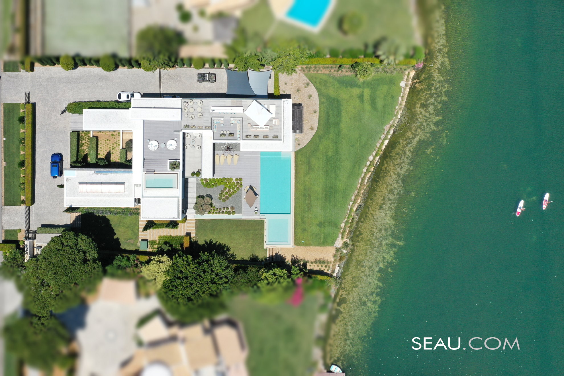 Top view of the property and privileged situation over the Quinta do Lago lake