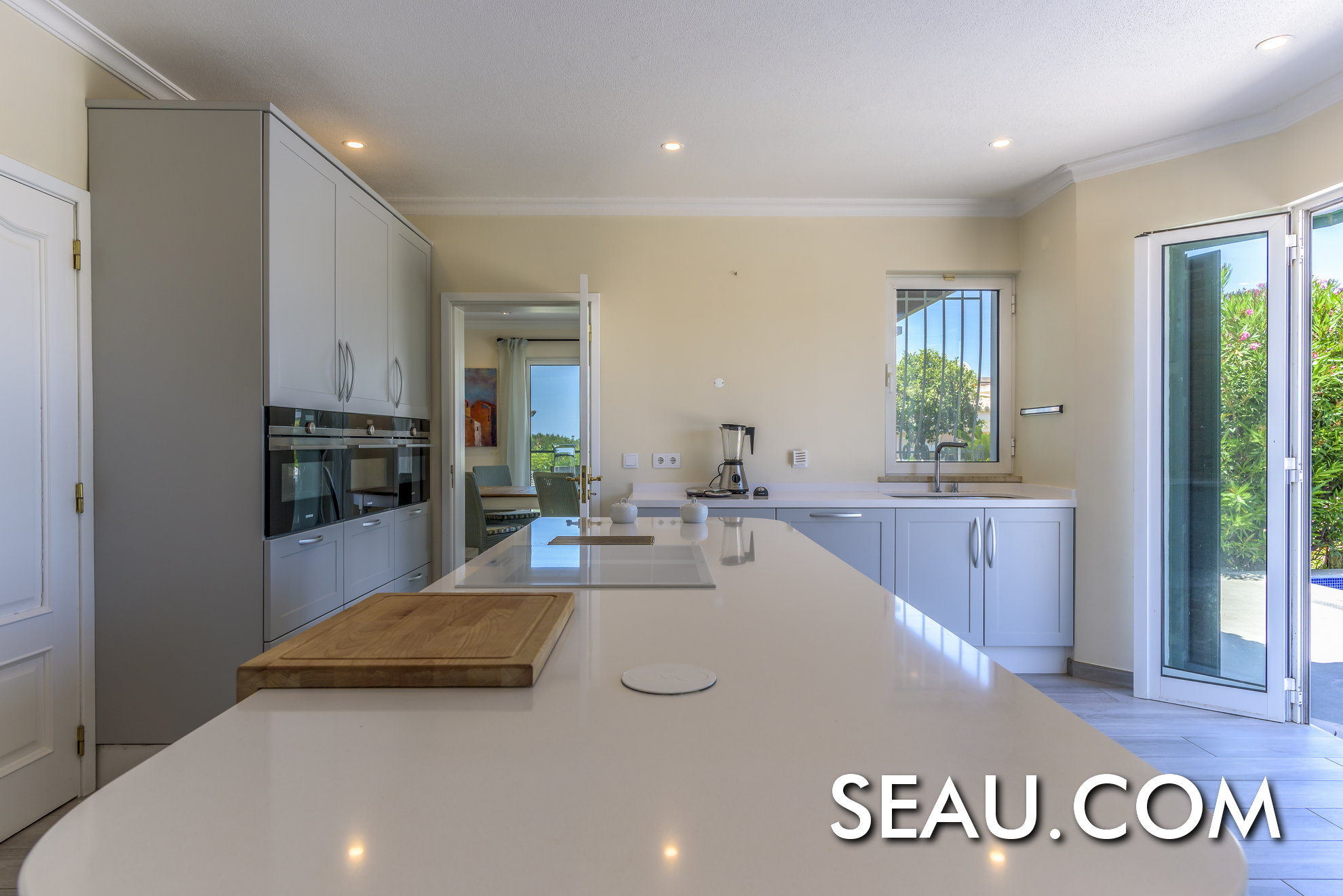 Modern kitchen with direct access to the pool and barbeque area