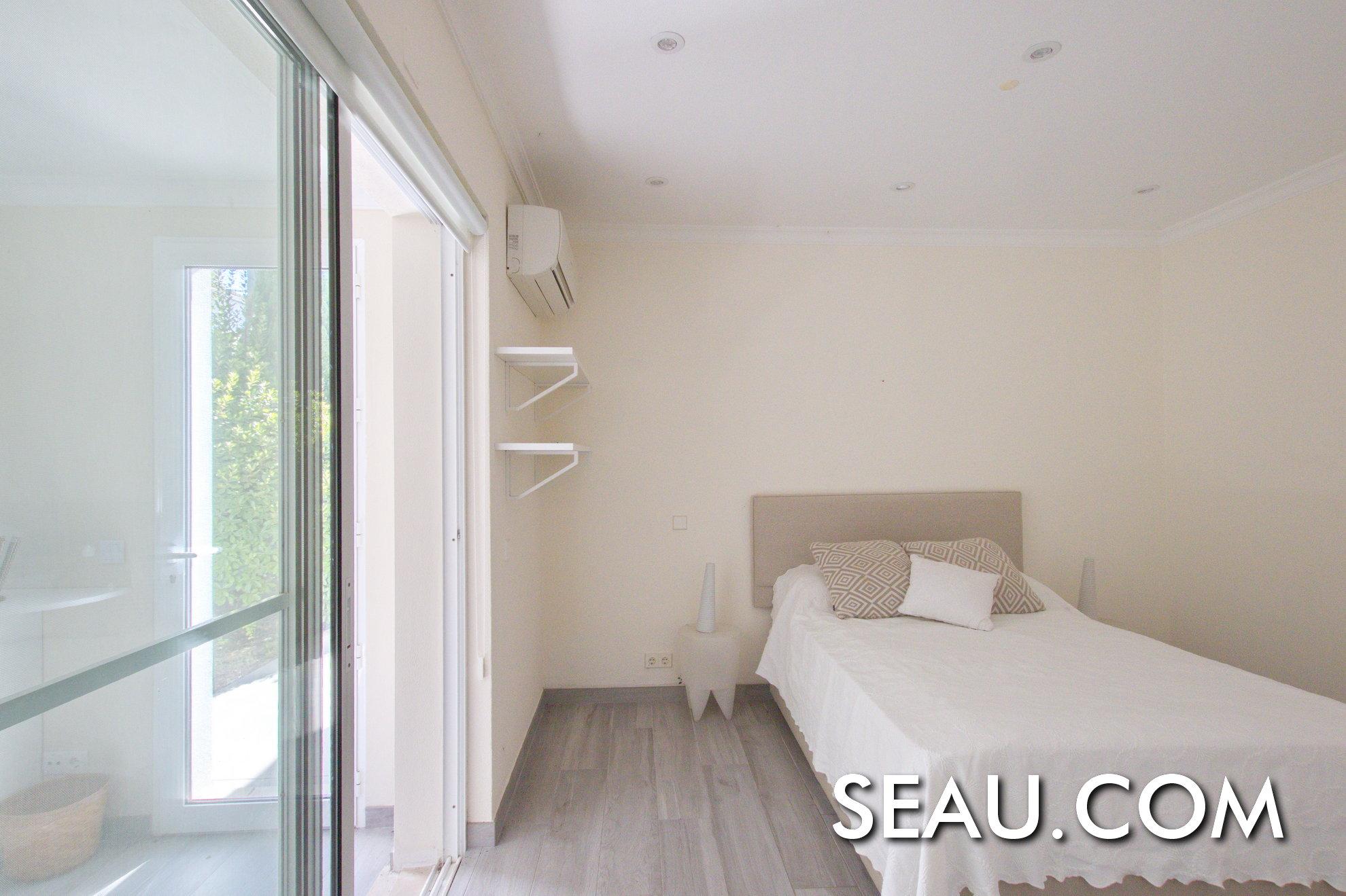 Bright ground floor guest bedroom