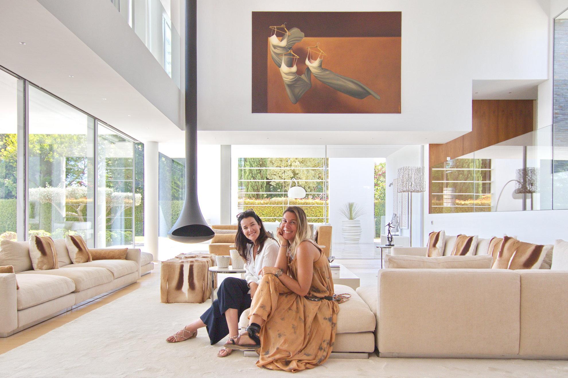 Rute y Rita, los rostros de los socios a cargo de las propiedades inmobiliarias de SEAU.com en Quinta do Lago y Vale do Lobo. Es su conocimiento inmobiliario local y su buen ambiente lo que recordará cuando necesite comprar una casa en Quinta do Lago y Vale do Lobo.